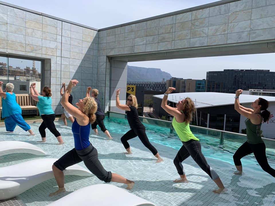 Buiten yoga Marijke van Heusden